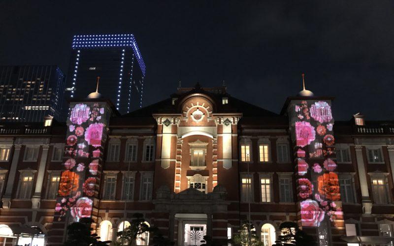 東京ミチテラス2017で花のプロジェクションマッピングが投映された東京駅の駅舎