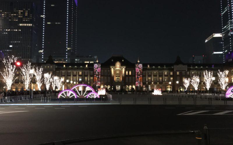 東京ミチテラスで花のプロジェクションマッピングを投映した東京駅