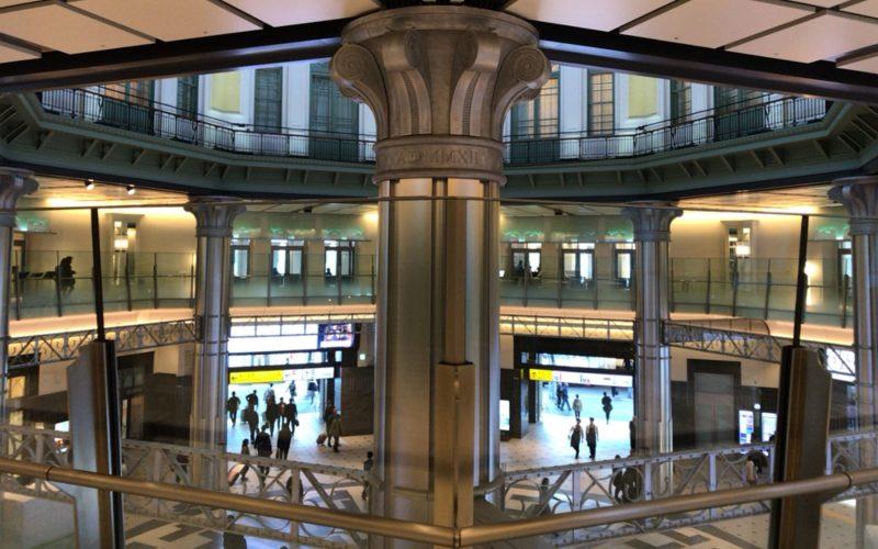 東京駅丸の内南口の2Fから見たドーム内側