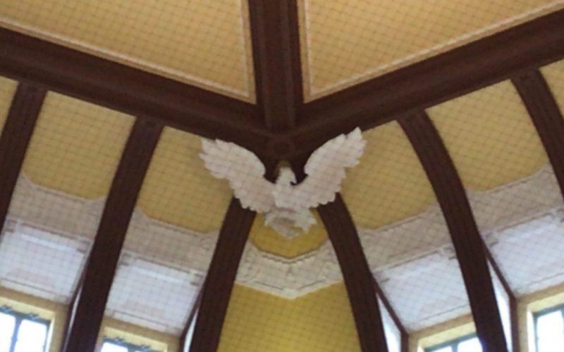 東京駅丸の内南口のドーム内側に設置している鷲の像