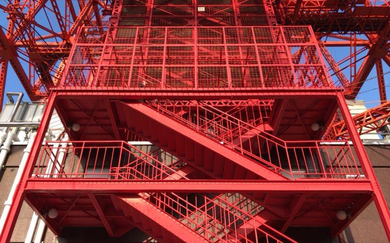 フットタウンの屋上から見た東京タワーの階段