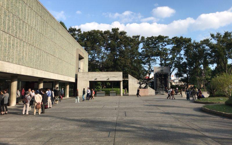 国立西洋美術館の外観と前庭