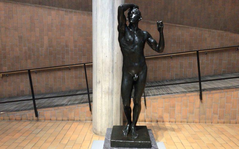 国立西洋美術館の常設展に展示されているオーギュスト・ロダンの青銅時代