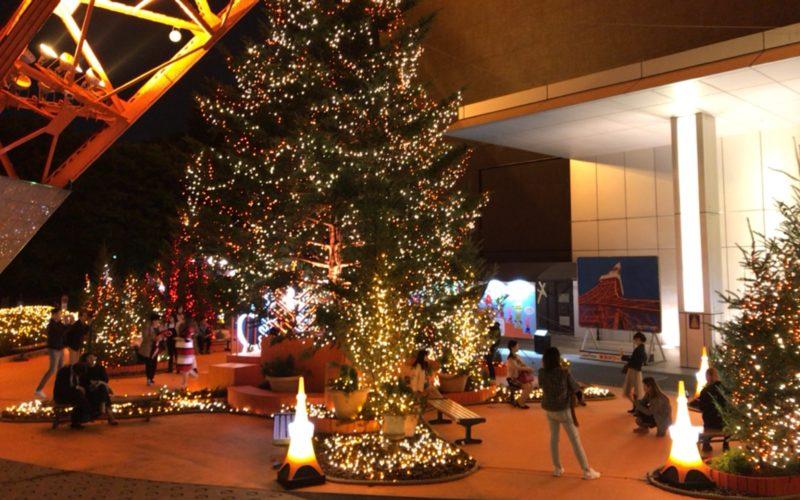 東京タワーの正面玄関前で開催されている「東京タワーウィンターファンタジー オレンジ・イルミネーション」の会場内