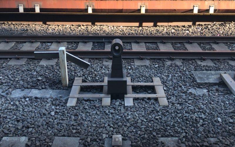 東京駅の4番線と5番線のホームの間にあるゼロキロポスト