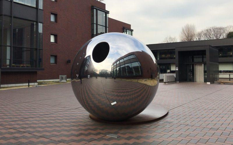 東京都美術館の屋外に常設展示しているmy sky hole 85-2 光と影