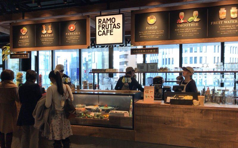 銀座プレイス3Fのコモンギンザ内にあるラモ フルータス カフェのレジカウンター