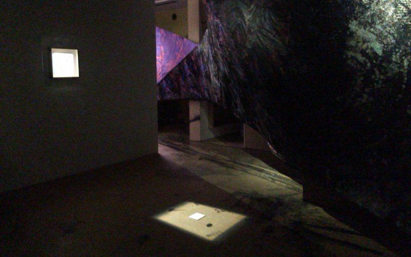 アイ オブ ジャイルで開催した「デヴィッド・リンチ×細尾 螺旋状の夢 夢見るように目覚める」の会場内