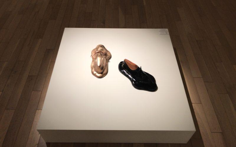 「靴の彫刻」に展示していた液体のような靴