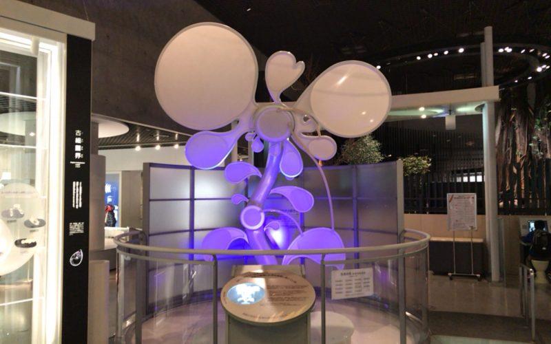 国立科学博物館の地球館1Fにある生命の花