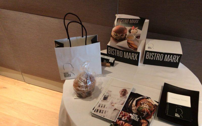 テーブルの上に置かれているビストロ・マルクスのブリオッシュ