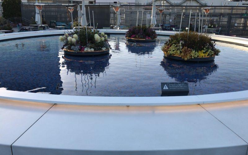 西武池袋の食と緑の空中庭園にあるウォーターテーブル