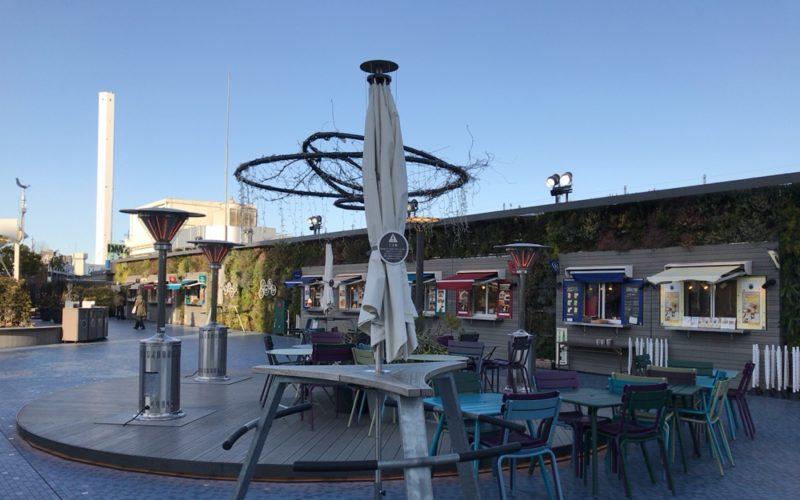 西武池袋の食と緑の空中庭園にあるフードカートエリア