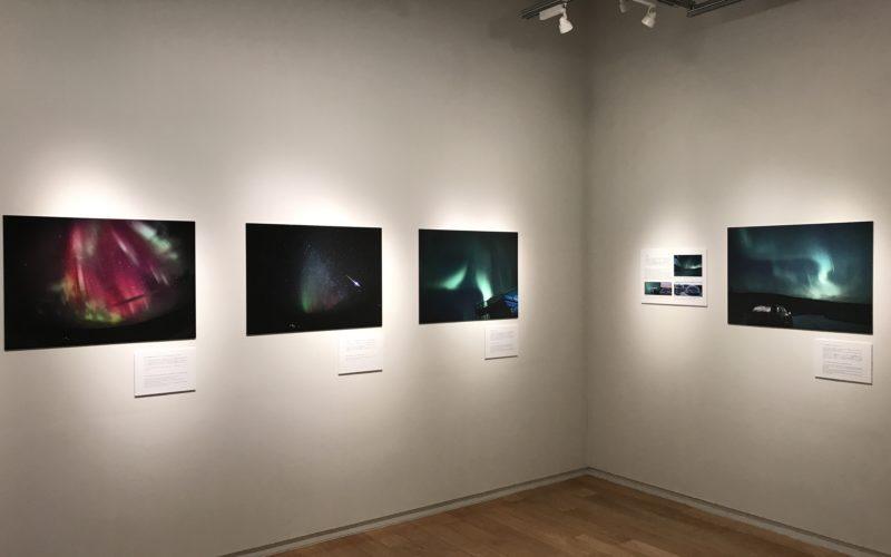 銀座プレイス6Fのソニーイメージングギャラリーで開催した「古賀祐三 作品展 ビヨンド・ザ・スカイ 時とデータが紡ぐオーロラ」の会場内