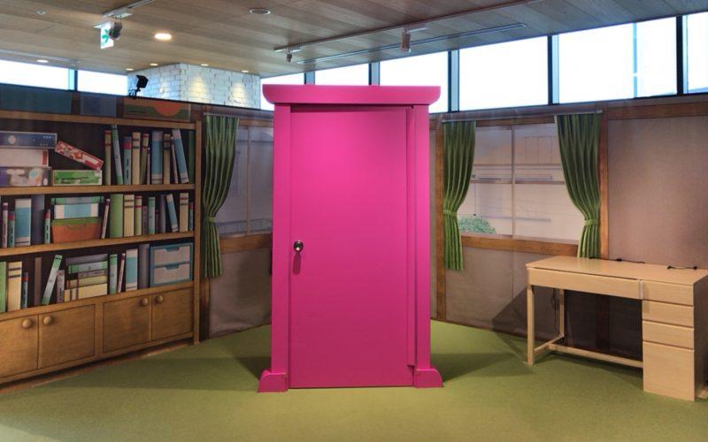 ドラえもんVR どこでもドアの会場にあったどこでもドアとのび太の机