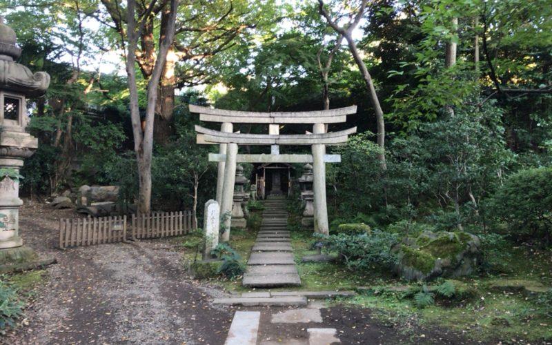 根津美術館庭園の天神の飛梅祠