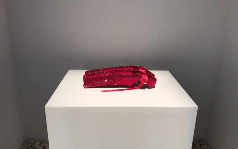 表参道ヒルズB3Fのスペース オーで開催された舘鼻則孝 リ・シンク展に展示されていたレディー・ガガさん特注モデルのヒールレス・シューズ