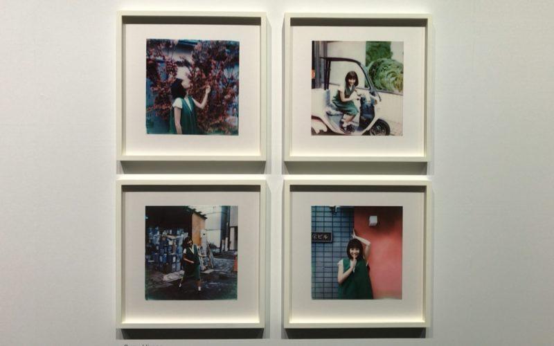 表参道ヒルズ本館B3Fのスペース オーで開催した奥山由之写真展「君の住む街」に展示していた広瀬すずさんの写真