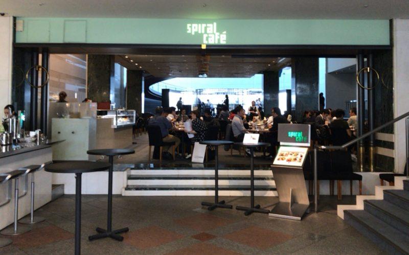 青山スパイラル1Fにあるスパイラルカフェの入口