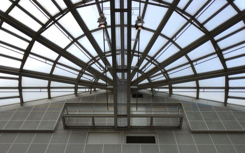 スパイラルガーデンのアトリウムの吹き抜けの天井