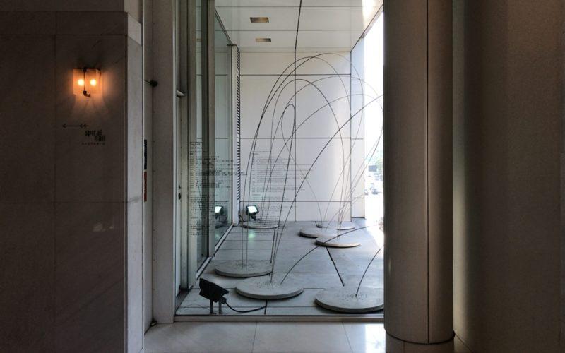 スパイラルホールの入口から見える展示
