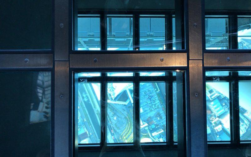 東京スカイツリーのフロア340にあるガラス床から見える景色