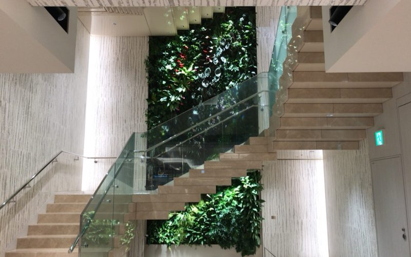 ギンザシックスの3F東階段にあるパトリック・ブラン Living Canyon