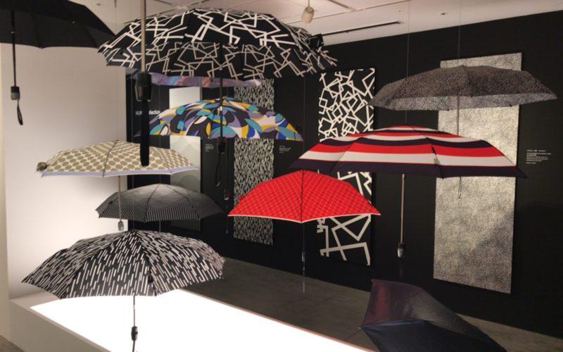 松屋銀座のデザインギャラリー1953で開催した企画展「Knirps 折りたたみ傘の発明」の会場内