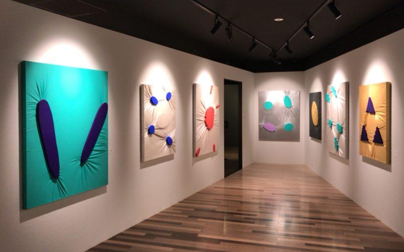 ギンザシックス5Fのアートギャラリー アールグロリューで開催されている「空相ー皮膚 関根伸夫 新作展」の会場内