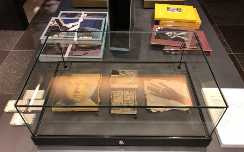 銀座蔦屋書店のスターバックス前展示スペースで開催されている田原桂一「Polaroid & Torse」に展示されているTorse