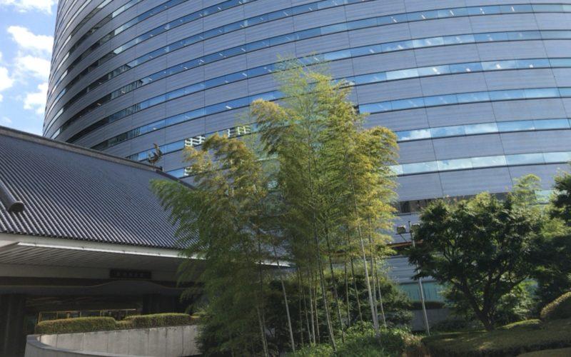 目黒雅叙園の正面エントランスとアルコタワー