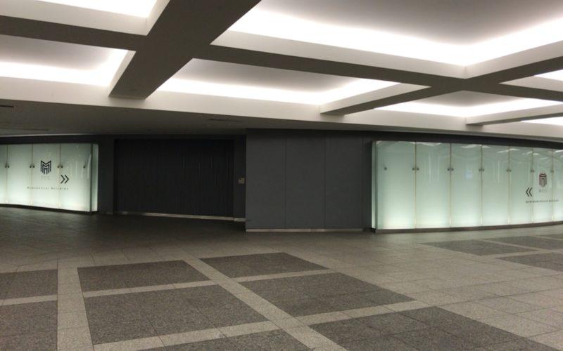 東京駅の丸の内地下中央口通路にある丸ビルと新丸ビルの案内表示