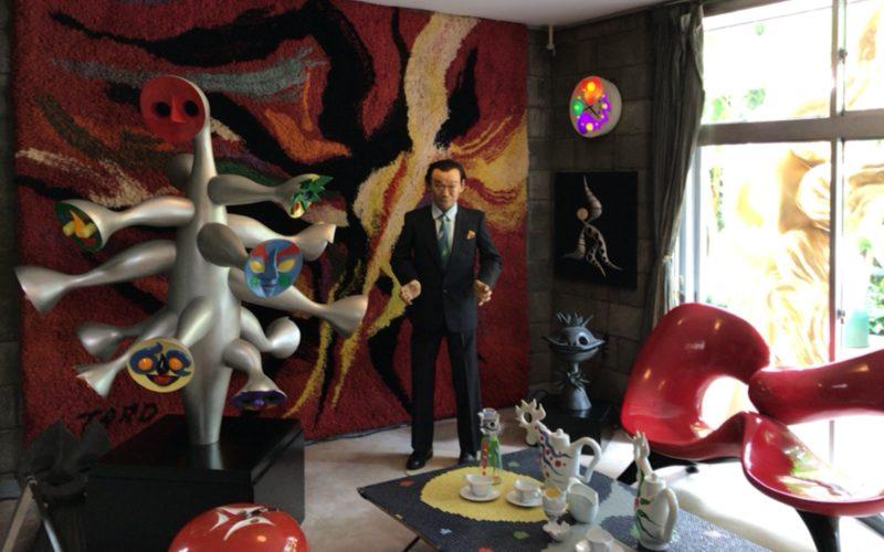 岡本太郎記念館の館内1Fに展示していた岡本太郎さんの立像と作品群