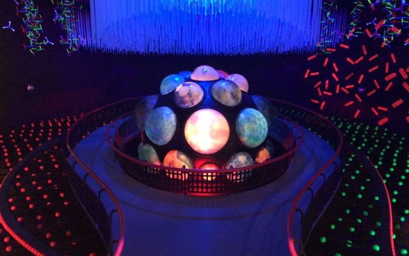 岡本太郎記念館で開催している「太陽の塔 1967―2018 岡本太郎が問いかけたもの」に展示しているテーマ館の地下展示場を再現したジオラマ