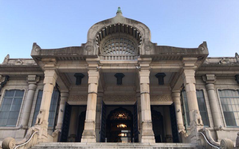 築地本願寺の本堂の屋根にある菩提樹の葉や蓮華のモチーフ