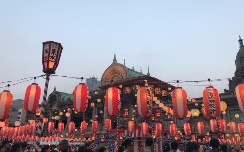 築地本願寺 納涼盆踊り大会のやぐらと提灯