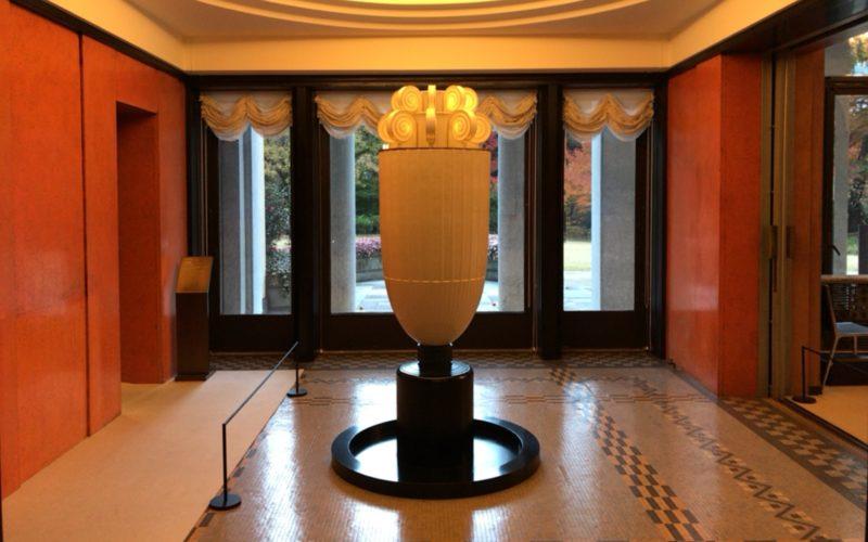 東京都庭園美術館の本館次室に展示している香水塔
