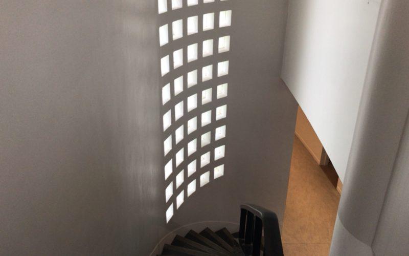 原美術館 館内の階段