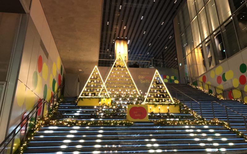 渋谷ストリームの大階段に登場した「CHIRITMAS pairing bells」