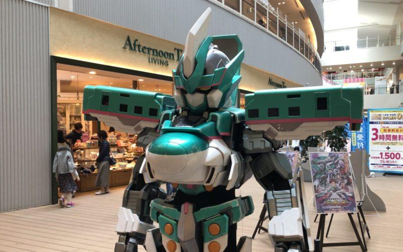ららぽーと豊洲で開催した「シンカリオン スペシャルキャンペーン」で登場したシンカリオン E5 はやぶさのフォトスポット