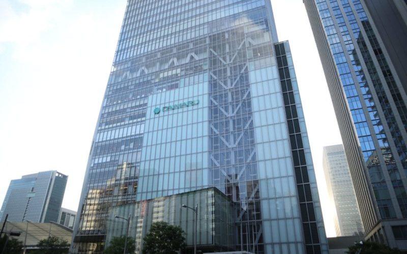 東京駅の八重洲口と大丸東京店