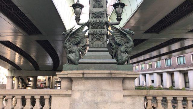 日本橋の中間にある麒麟の像